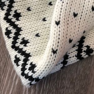 Madison 88 Accessories - NWOT | Adorable BW Snowflake Neck Scarf